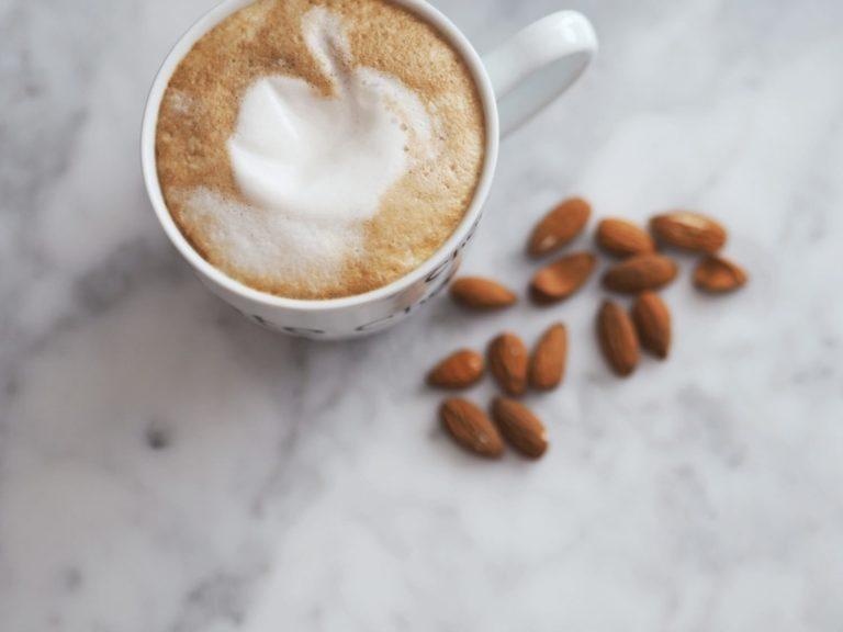 Opskrift: Mandel Latte Macchiato 1