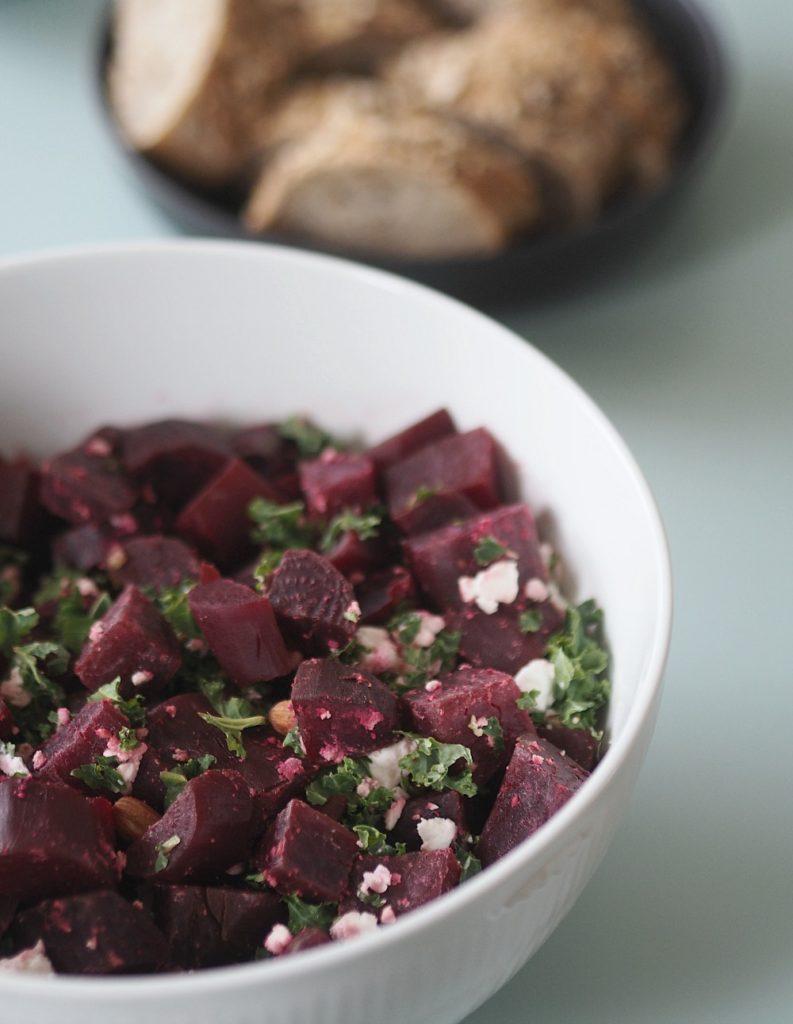 Rødbedesalat med feta, grønkål og mandler: Den skønneste vintersalat 7