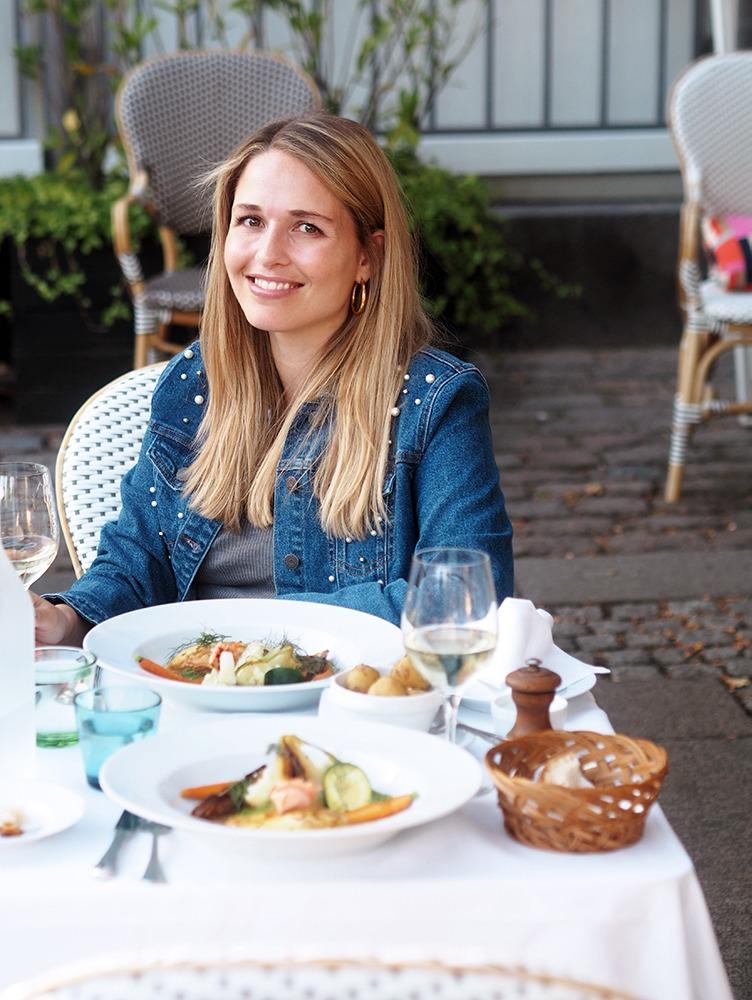 Restaurant Lumskebugten, Spontan spiseaftale og Venindehygge 9